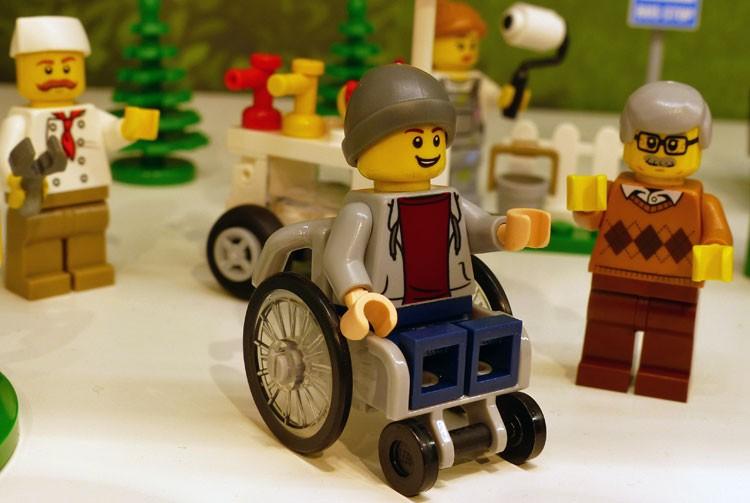 Minifigura cadeirante